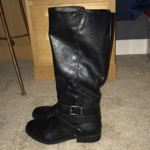 Shoes - Below the knee black boots